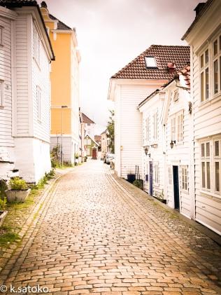 白い家が特徴のベルゲンの街並み