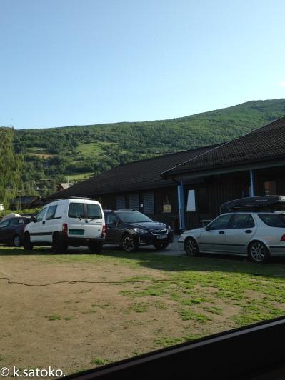 昼間。キャンプで参加する人も多いです。